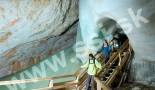 Ústie tunela pod veľkou oponou nad peklo