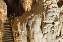 Harmaneci-barlang